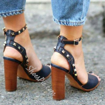 Shoespie Street Style Black Rivets Sandals